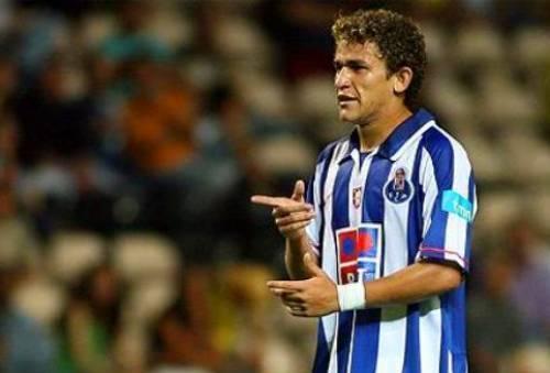 Santa Cruz contrata meio-campista Leandrinho