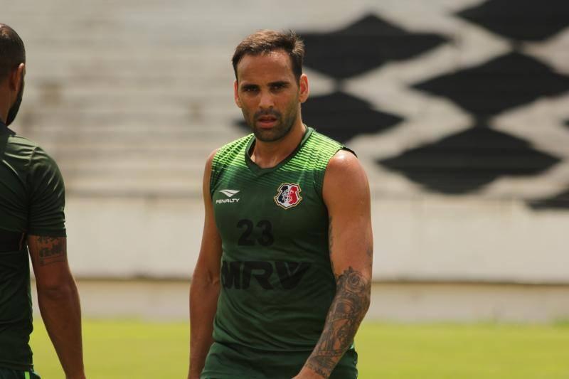Argentino apresentado e mais um treino no Arruda