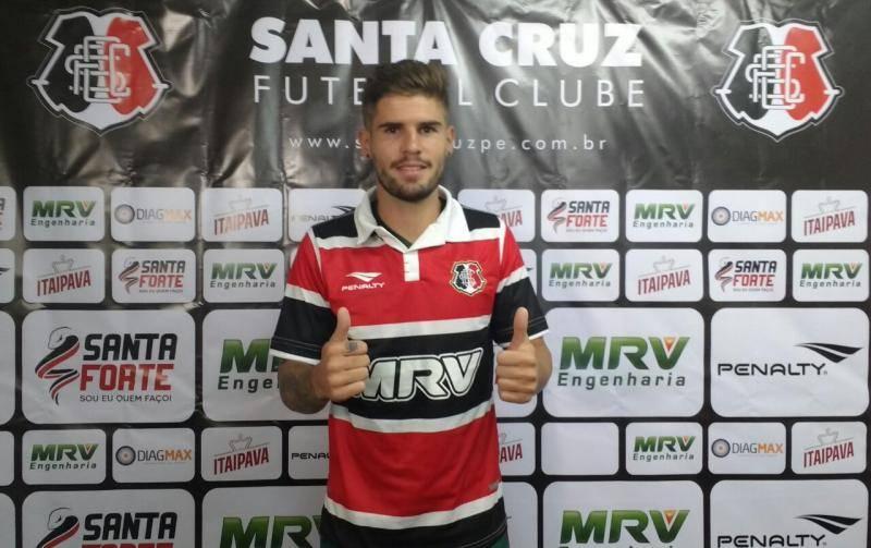 Federico Gino regularizado, apresentado e pronto para jogar
