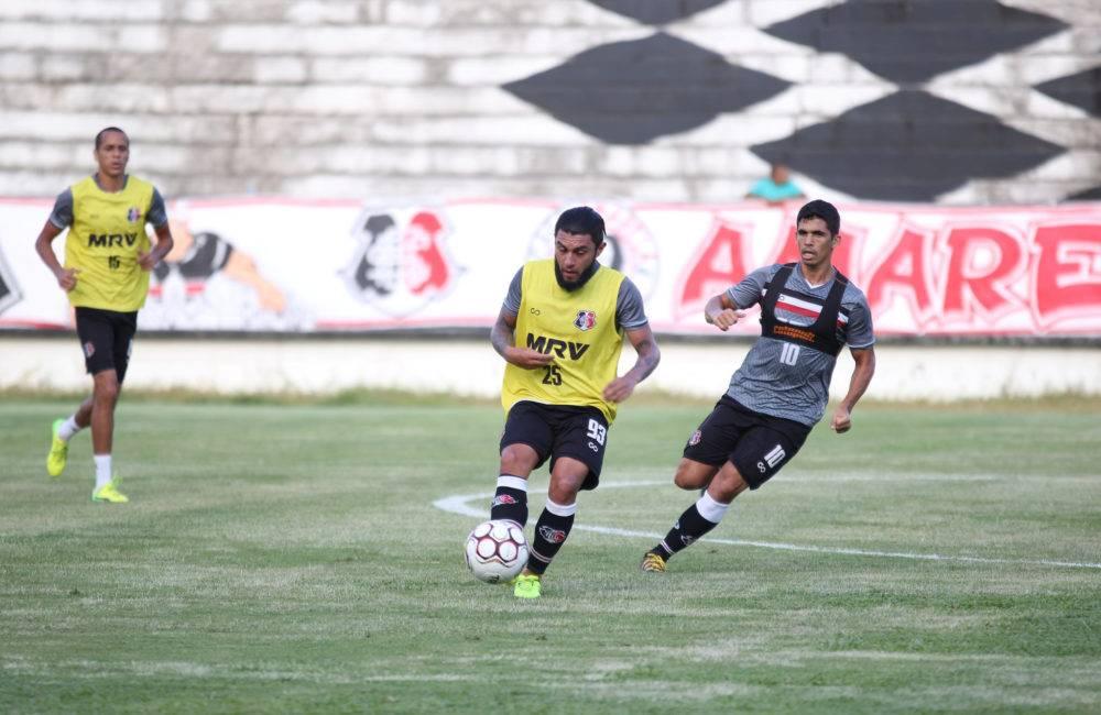 Em treino tático, Martelotte esboça time titular