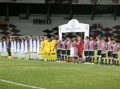 Santa Cruz faz bom jogo, fica perto da vitória, mas empata com o Paraná