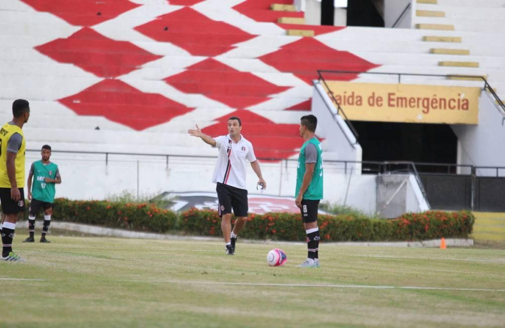 Júnior Rocha comanda mais um treino técnico
