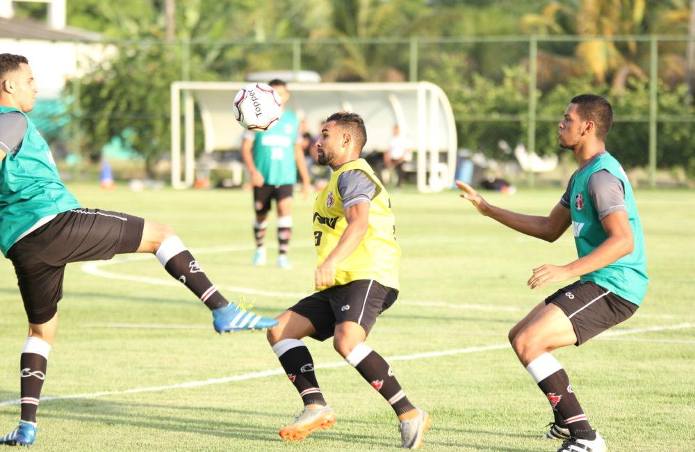 Em mais um treino em Aldeia, Júnior Rocha faz novos testes na equipe