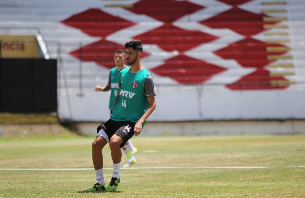 Em preparação para enfrentar o Afogados, Santa Cruz treina em dois períodos