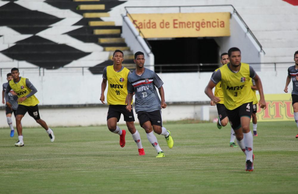 Santa Cruz treina taticamente no Arruda