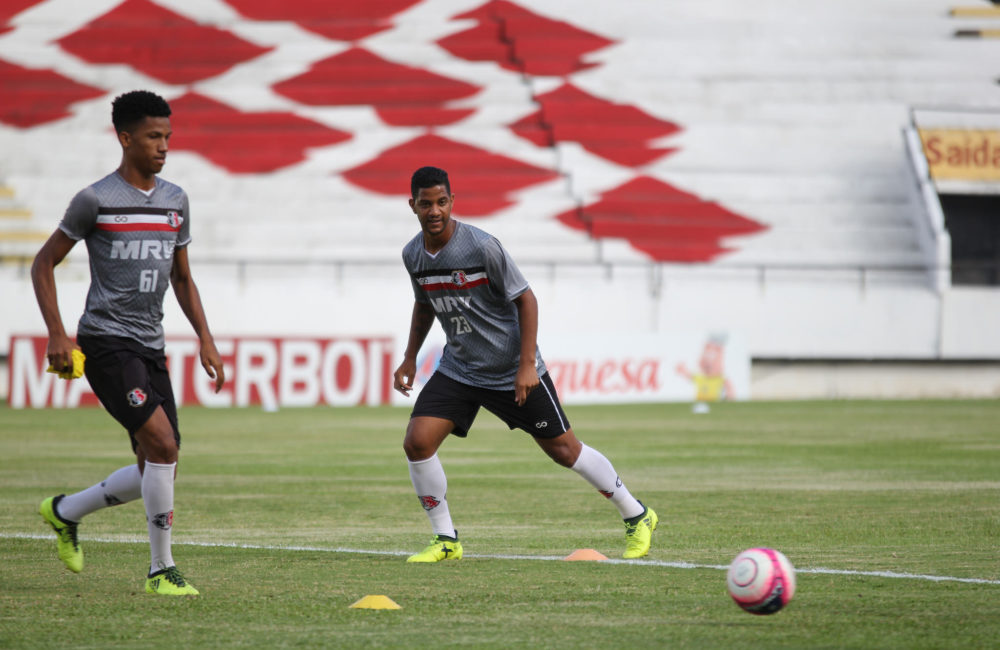 Santa Cruz treina tecnicamente no Arruda