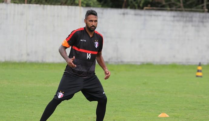Fabinho Alves reforça o ataque coral