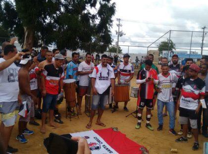 Paixão pelo Santa Cruz impulsiona time de várzea da Bahia