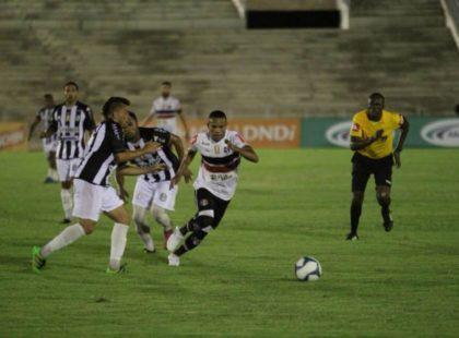 Na Copa do Nordeste, Santa Cruz se mantém invicto e garante classificação.
