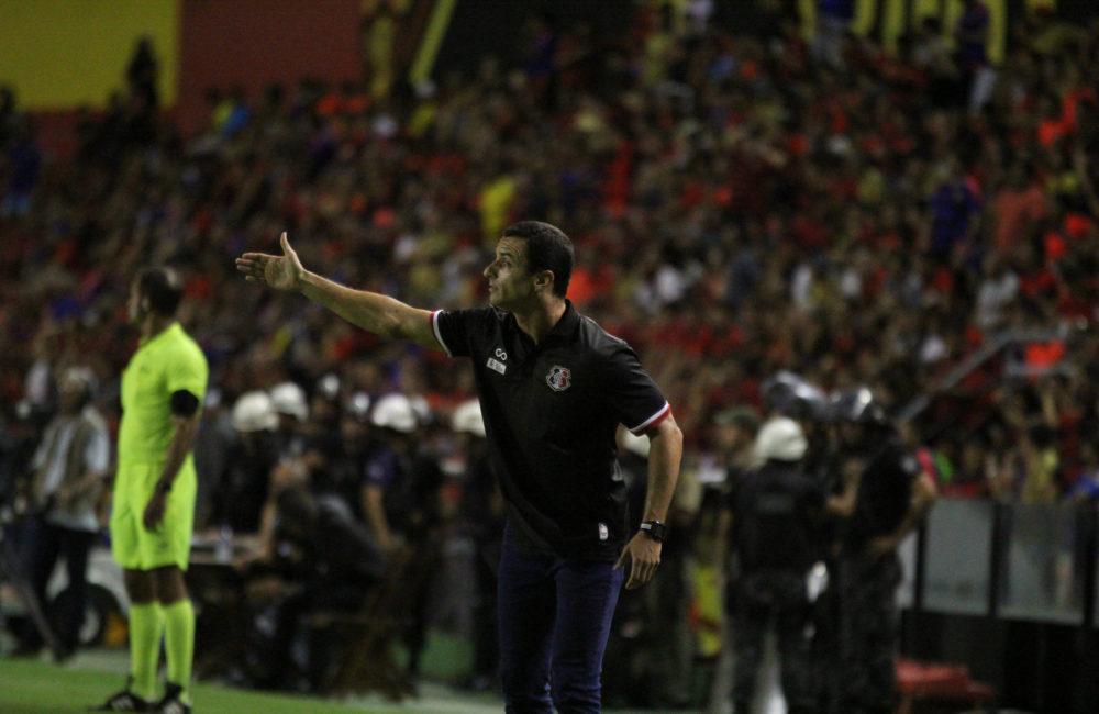 Após grupo mostrar força, Júnior Rocha elogia atletas