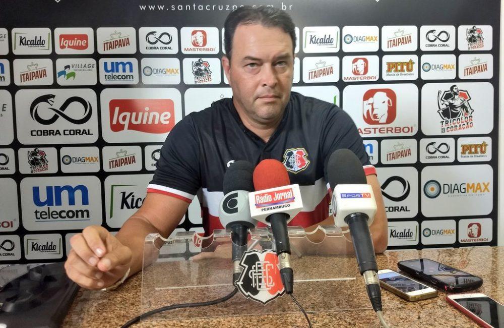 Entrevista com o técnico Roberto Fernandes