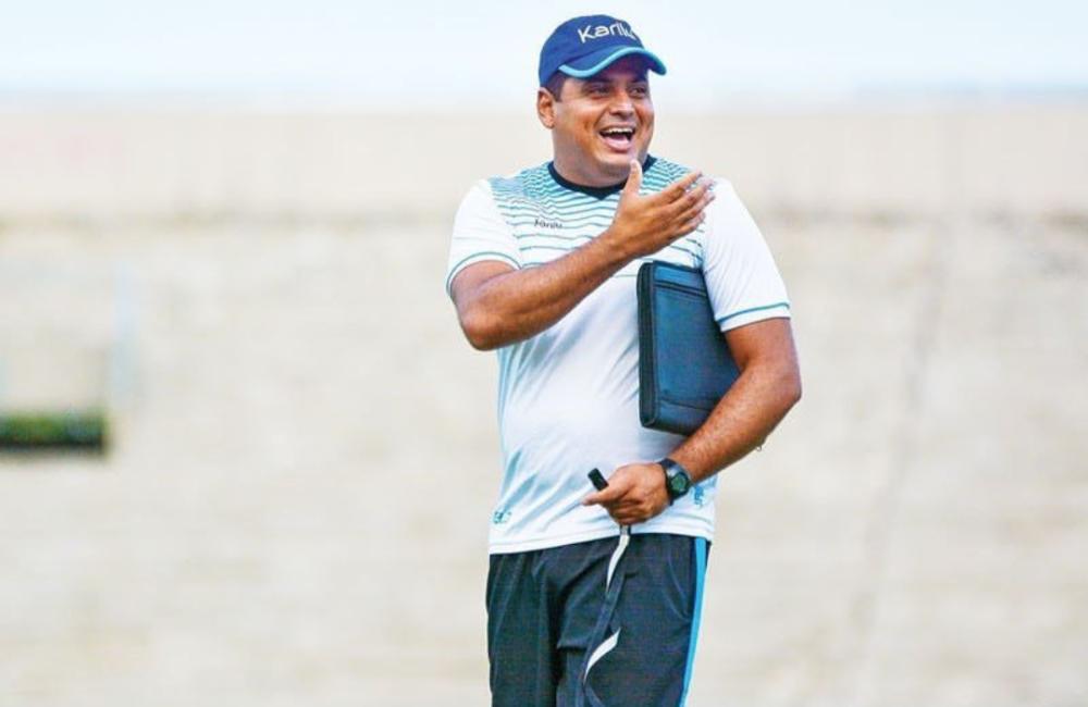 Leston Júnior é o novo técnico do Santa Cruz