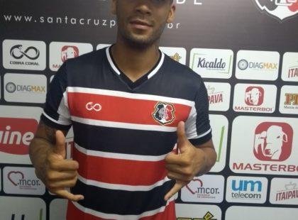 Raphael Soares é o novo lateral-esquerdo do Santa Cruz