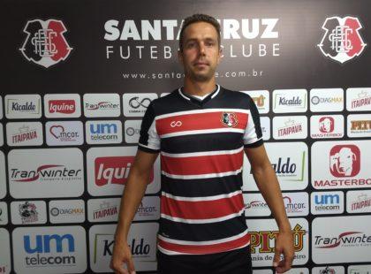 Bruno Ré é apresentado oficialmente e elogia técnico tricolor