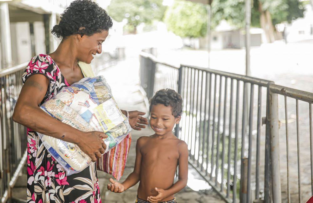 Santa Cruz vira ponto de entrega de cestas em ação da prefeitura