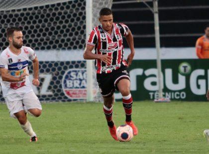 Volante André renova contrato de empréstimo com o Santa Cruz