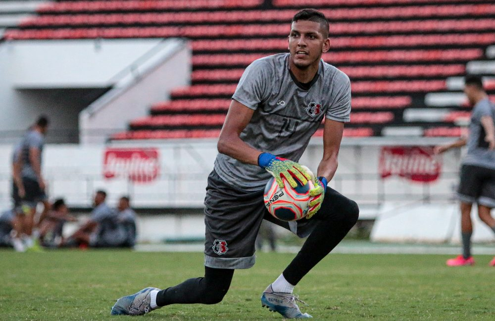 Goleiro Filipe Silva é o primeiro contratado do Santa Cruz para 2021