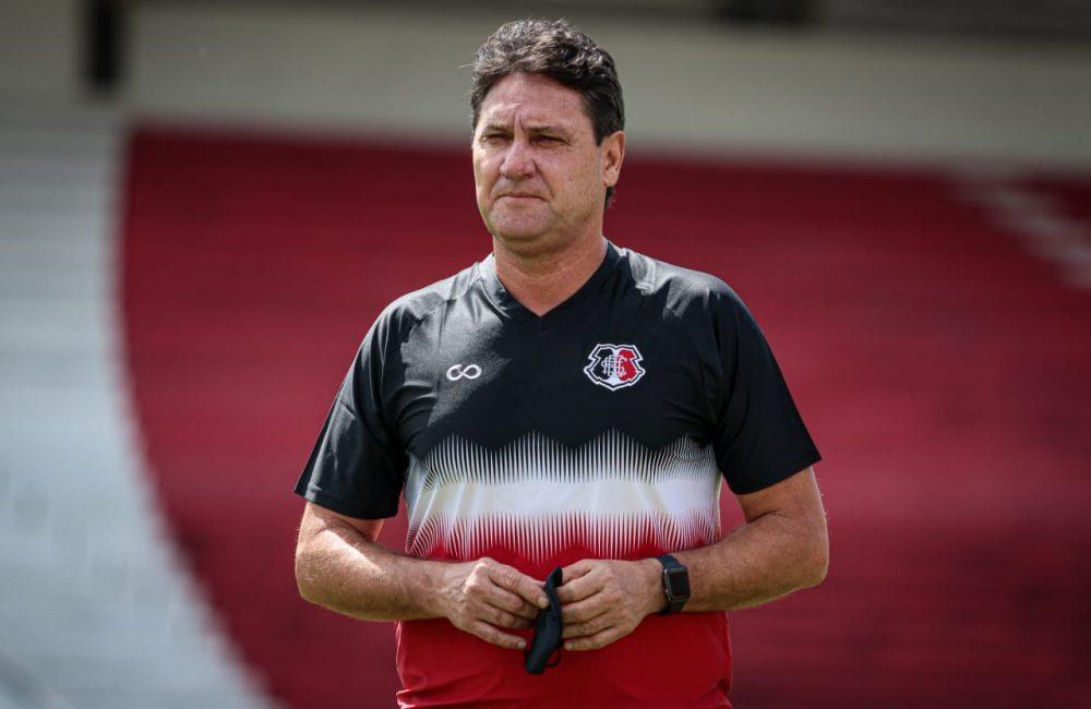 """Campeão como atleta, João Brigatti assume o comando técnico do Santa Cruz: """"Orgulho de vestir essa camisa"""""""