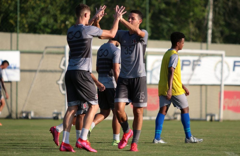 Com foco no Altos, Santa Cruz se reapresenta em treino no CT Ninho das Cobras