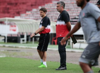 Mirando clássico, Alexandre Gallo comanda o segundo treino no Santa Cruz