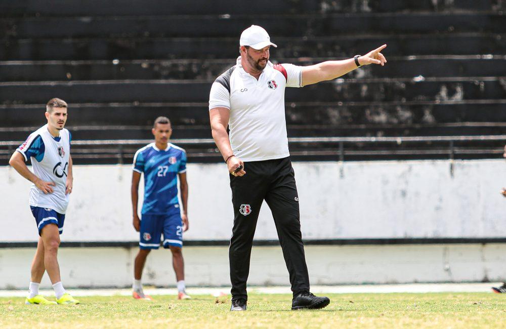 Santa Cruz treina no Arruda e viaja para enfrentar o Paysandu
