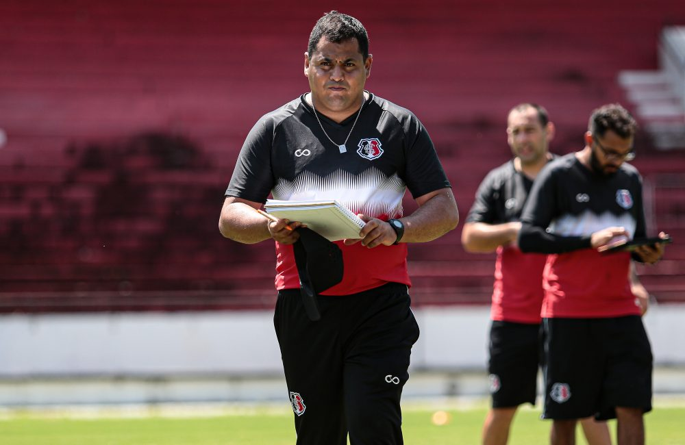 Apresentado, Leston Júnior comanda o seu primeiro treino no retorno ao Santa Cruz