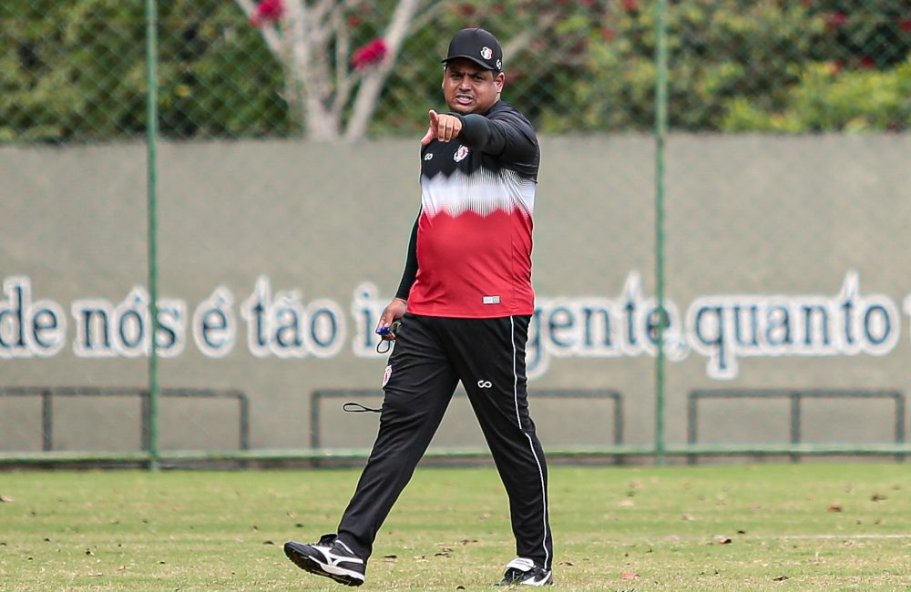 Santa Cruz treina no CT Ninho das Cobras, com foco no Floresta